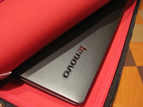 ThinkPad 14インチ フィット・リバーシブル・スリーブが届いた♪